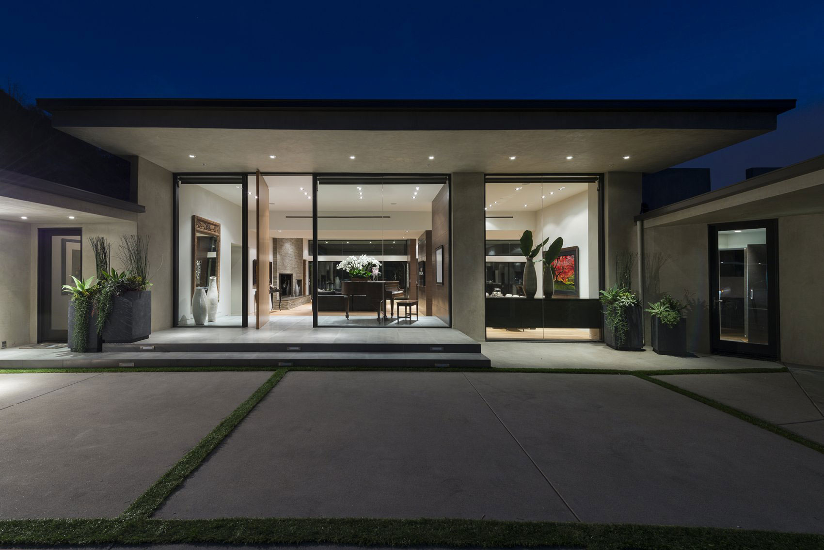 front-yard-large-modern-house-design-with-exposed-concrete-floor-tiles-and-glass-sliding-door-ideas